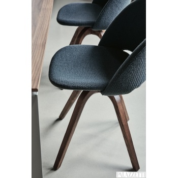 polo-chair-wood-leg-detail